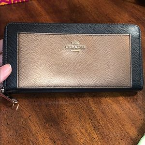 NWOT Authentic Coach wallet